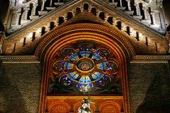 Verschiedene Nachtbeleuchtung des Kathedralen-Jahrtausends von Timisoara Stockbild