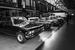 Verschiedene Oldtimers 60-70s, die in Folge stehen Stockfotografie
