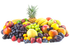 Verschiedene organische Früchte lokalisiert auf weißem Hintergrund Stockbilder