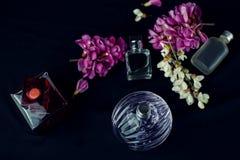 Verschiedene Parfümflaschen Stockbilder