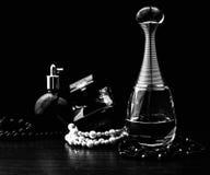 Verschiedene Parfümflaschen Stockfoto