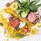Verschiedene Produkte für das Kochen Stockfotos