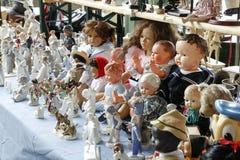 Verschiedene Puppen im Verkauf gesetzt Lizenzfreies Stockbild