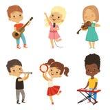 Verschiedene singende Kinder Musiker lokalisieren auf Weiß Lizenzfreie Abbildung