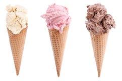 Verschiedene Sortierungen der Eiscreme in Waffeln Lizenzfreie Stockbilder