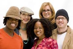 Verschiedene sprechende und lachende Gruppe von Personen Stockbild