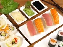 Verschiedene Sushi mit Wasabi lizenzfreie stockfotos