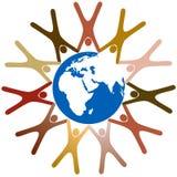 Verschiedene Symbolleute-Einflusshände um Erde Lizenzfreie Stockfotografie