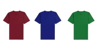 Verschiedene T-Shirts auf weißem Hintergrund Stockbilder