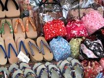 Verschiedene traditionelle japanische Fußbekleidung, zoori und geta lizenzfreie stockfotos