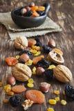 Verschiedene Trockenfrüchte und Nüsse Lizenzfreies Stockfoto