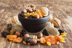 Verschiedene Trockenfrüchte und Nüsse Stockfotografie