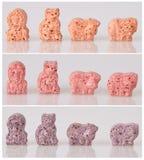 Verschiedene Vitamine für Kinder auf einem weißen Hintergrund stockbild