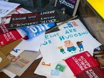 Verschiedene weggeworfene Zeichen für den März für unsere Leben sammeln herein herein Stockbild