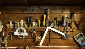 Verschiedene Werkzeuge bezogen auf Hausarbeit Lizenzfreies Stockbild