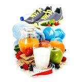 Verschiedene Werkzeuge für Sport und gesundes Lebensmittel Lizenzfreie Stockfotografie
