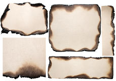 Verschiedene zerrissene Stücke altes gebranntes Papier Stockfoto