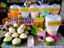 Verschiedener Fruchtsaft und Erfrischungen im Markt-Markt in Bonifacio Global City lizenzfreies stockbild
