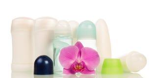 Verschiedenes desodorierendes Mittel trocken und Ball, Orchideenblume lokalisiert auf Weiß Stockbilder
