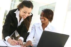 Verschiedenes Frauen-Geschäfts-Team Stockfotos