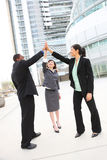 Verschiedenes Geschäfts-Team, das Erfolg feiert Stockfoto