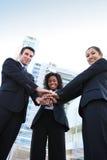 Verschiedenes Geschäfts-Team (Fokus auf Mann) Stockbilder
