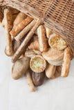 Verschiedenes kleines gebackenes Brot und Brötchen Stockfotografie