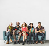 Verschiedenes Leute-Gemeinschaftszusammengehörigkeits-Technologie-Musik-Konzept stockfoto