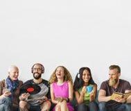 Verschiedenes Leute-Gemeinschaftszusammengehörigkeits-Technologie-Musik-Konzept lizenzfreie stockfotografie