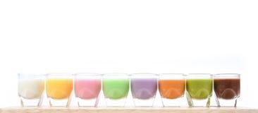 Verschiedenes Milch-Cocktail auf weißem Hintergrund Lizenzfreies Stockfoto