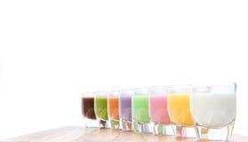 Verschiedenes Milch-Cocktail auf weißem Hintergrund Stockfoto