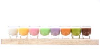 Verschiedenes Milch-Cocktail auf weißem Hintergrund Lizenzfreie Stockfotografie