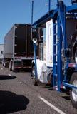 Verschiedenes Modell und Bänder von großen Anlagen mit trockenem van trailer und c Lizenzfreie Stockfotografie