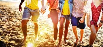 Verschiedenes Strand-Sommer-Freund-Spaß-Abbinden-Konzept Lizenzfreies Stockbild