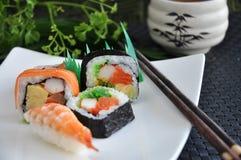 Verschiedenes Sushijapanerlebensmittel Stockbilder