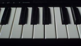 VERSCHIJN EN VERDWIJN DE PIANO stock video