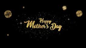 Verschijning van de de groettekst van de moedersdag de Mooie gouden van het knipperen van deeltjes met gouden vuurwerkachtergrond stock videobeelden