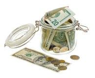 Verschillend geld in de glaskruik die op wit wordt geïsoleerd Royalty-vrije Stock Fotografie