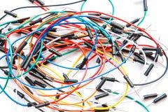 Verschillend kleurrijk Jumper Wires op witte achtergrond Royalty-vrije Stock Foto's