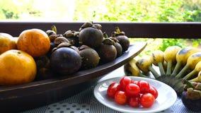Verschillend soort natuurlijke zoete vruchten stock footage