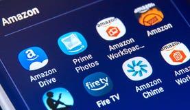 Verschillende Android de toepassingenpictogrammen van Amazonië op Samsung S8 Royalty-vrije Stock Afbeelding