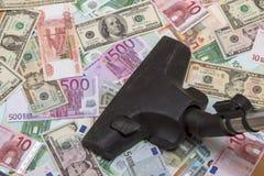 Verschillende bankbiljetten en stofzuiger Stock Fotografie