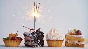 Verschillende cupcakes met sterretjes Idee voor vakantie, verjaardagen, verjaardagen, vieringen en partijen stock footage