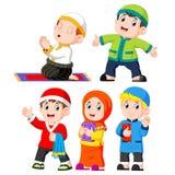 verschillende dagelijks activies dat de kinderen die gewoonlijk doen stock illustratie