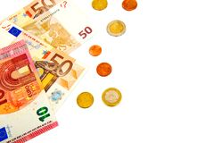 Verschillende die eurobankbiljetten en muntstukken op een witte achtergrond met exemplaarruimte worden geïsoleerd voor tekst Stock Fotografie