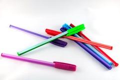 Verschillende gekleurde pennen stock fotografie