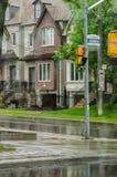 Verschillende gekleurde voorgevels van huizen in Toronto Stock Afbeeldingen