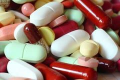 Verschillende geneeskundepillen en tabletten royalty-vrije stock fotografie