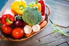 Verschillende geplaatste groenten stock foto's
