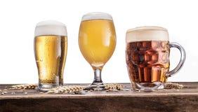 Verschillende glazen bier op de houten lijst Stock Afbeelding